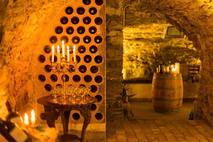 Unser uriger Gewölbekeller bei Kerzenschein.