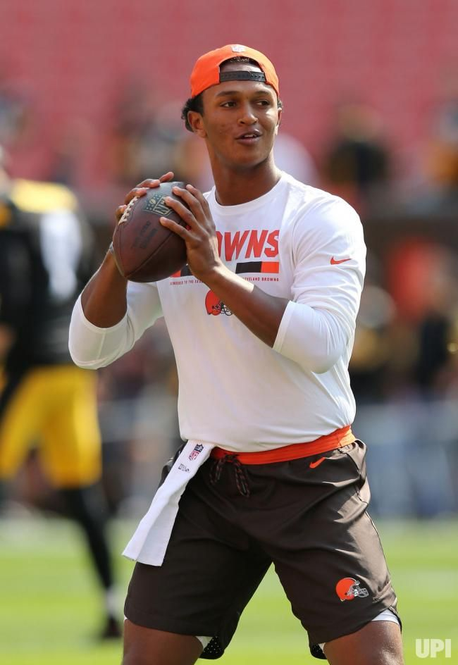 Cleveland Browns DeShone Kizer warms up prior to the Browns NFL game against the Pittsburgh Steelers at First Energy Stadium in Cleveland,…