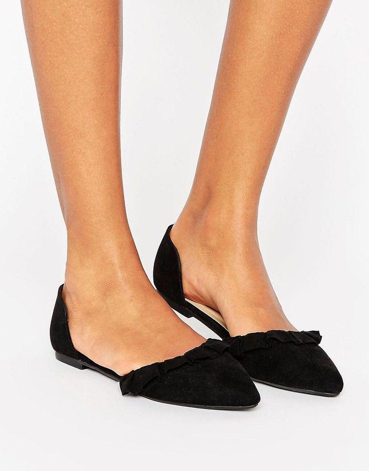 0b3ff31269f74 New Look - Flache Schuhe in Wildlederoptik mit Rüschenverzierung ...