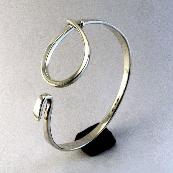 Sterling Silver Cuff Bracelet Large Loop Latch por cgwhitfield