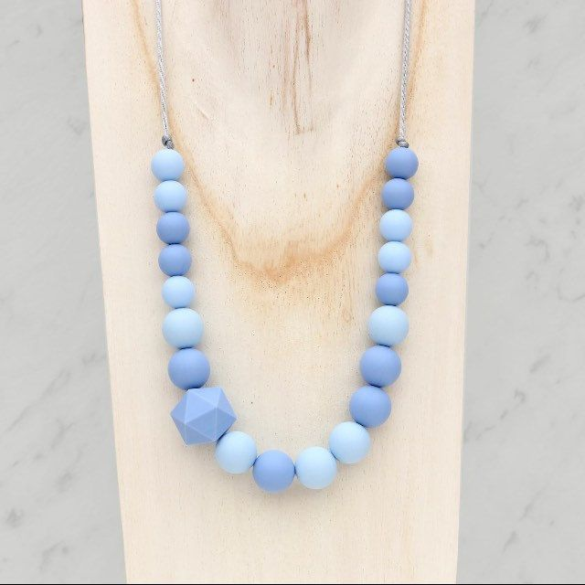This is the perfect choice for EVERY woman. Wear it with jeans or a black dress! #mothersdaygift #siliconenecklace #bpafree