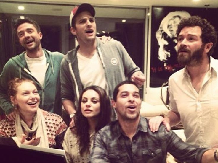Still hangin' out: 'That 70s Show' cast reunites for singalong