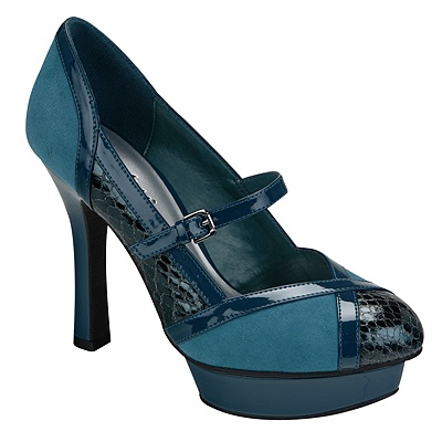 These are some awesome shoes. Faux leather and croc skin, but BLUE!!   <3