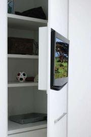 tv na porta do guarda roupa