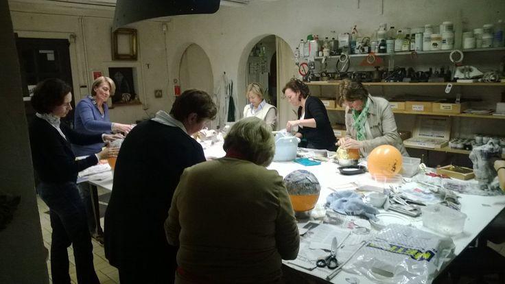 Beste kunstliefhebber, Graag nodig ik u uit naar onze opendeur in het  restauratie atelier Frederik Cnockaert kerat- art te Wervik. Op zondag 3 mei, is er een opendeurdag tussen 10.00 h tot 12.00 h. en tussen 15.00 h tot 17.00 h. U kunt op deze dag een vrijblijvende kunst en restauratie expertise krijgen over uw schilderij, prent en stenen of keramisch object. De aanwezige conservator is Frederik Cnockaert, erkend kunst expert restaurator met 25 jaar ervaring. Hij heeft een opleiding genoten…