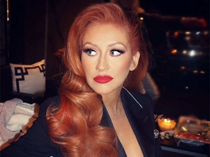 Christina Aguilera showed off auburn locks that were styled in Old Hollywood waves and drew a lot of Jessica Rabbit comparisons.