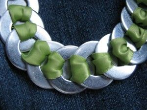 Ribbon & washer necklace, fun project for summer!: Necklaces Closeup, Ribbons Wash Necklaces, Crafts Ideas, Washer Ribbons Necklaces, Ribbons Washer, Bracelets, Learning Projects, Fun Projects, Washer Necklaces
