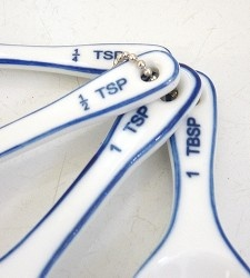 porcelain measuring spoons. what's not to like? #kitchen $15 at brookfarmgeneralstore