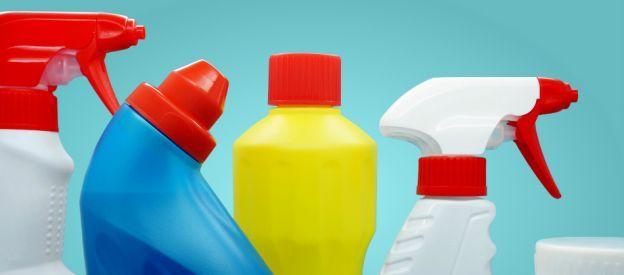 La doccia è forse la parte della casa più difficile da pulire di tutta la casa, vista l'impossibilità di mantenerla asciutta e di impedire quindi la formazione di calcare.Quando si arriva pero' al punto di sopportazione massima delle macchie di sapone e di calcare si deve intervenire e pulirla