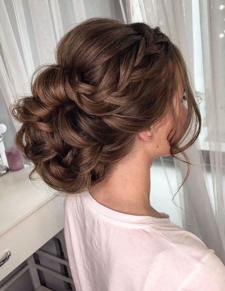 Simple and beautiful. Wedding hairstyle idea