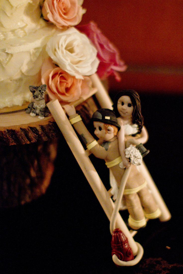 Funny little cake deco ~ Photography by lorarodgers.com