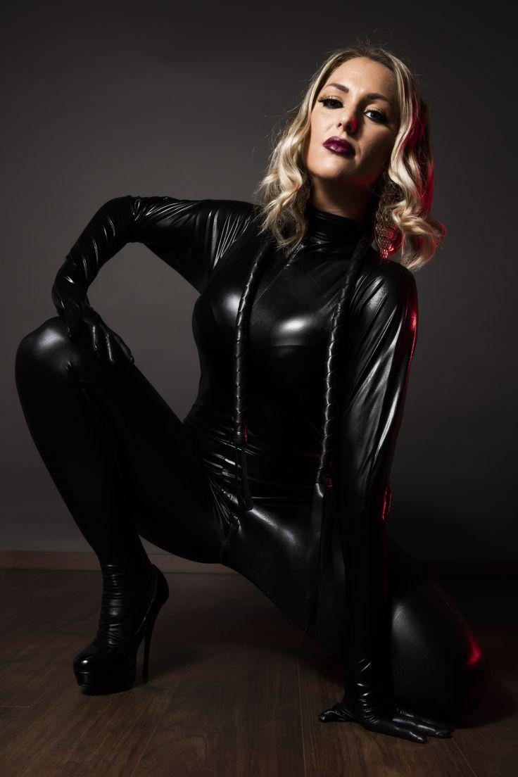 domina, blonde woman