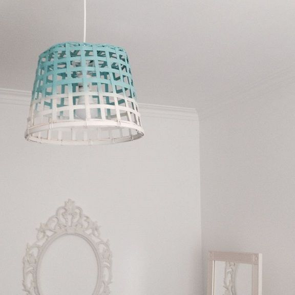 Ikea hack: van simpele mand naar een gave lamp - Roomed | roomed.nl