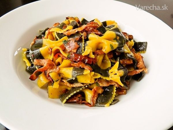 Farfalle so slaninou a sušenými paradajkami (fotorecept) - Recept