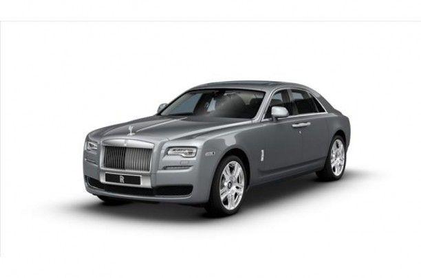 """Nieuwe 21 """" wielen zijn beschikbaar maken van een statement . U kunt kiezen uit vijf verschillende ontwerpen , elk met zijn eigen karakter .Ieder heeft een unieke zelfrichtend wiel center die altijd geeft het juiste Rolls - Royce monogram."""