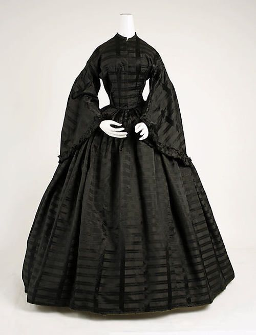 Mourning Dress    1850    The Metropolitan Museum of Art