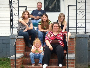Mama June surrounded by her family: Lauryn (Pumpkin), Mike (Sugar Bear), Jessica (Chubbs), Anna (Chickadee), and Alana (Honey Boo Boo).