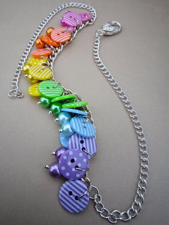 Collar botón arco iris brillantes manchas rayas por WychwoodDreams