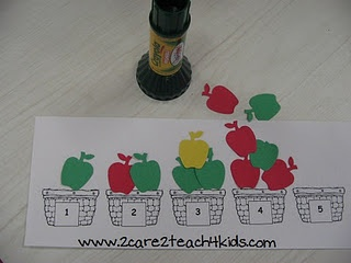 Apple Basket Counting Activity; 1:1 Correspondence Super easy to make if you have the scrap book punchs