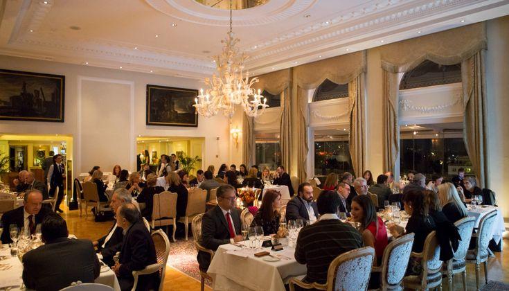 Το μεγαλοπρεπές δείπνο των Μεγάλων Κόκκινων Κρασιών το βράδυ της περασμένης Δευτέρας στο Tudor Hall, επιστέγασε θριαμβευτικά την κορυφαία έκθεση, βάζοντας στο «ρινγκ» βορρά και νότο. Νικητής ήταν χωρίς καμία αμφιβολία το ποιοτικό ελληνικό κρασί!