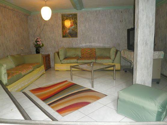 Deluxe split level room (living room)
