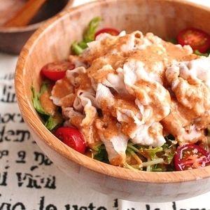 豚肉と水菜のピリ辛韓国風冷しゃぶサラダ+by+たっきーママ(奥田和美)さん+ +レシピブログ+-+料理ブログのレシピ満載! + 朝晩は少し空気がひんやりとして来ましたが まだまだ蒸し暑い日が続いてますね。 そんな日にピッタリなピリ辛な冷しゃぶ! シャキシャキの水菜と一緒に食べるととっても美味しい。 子供でも大丈夫な程度の辛...