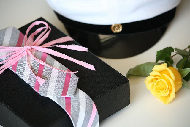 Suit up ur gifts with a beautiful silk tie. This is a nice way to wrap your gifts for men.