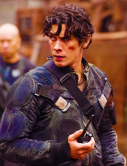 Bellamy Blake looking good in  the first episode of the 100 season premier. || #bellamyblake #the100
