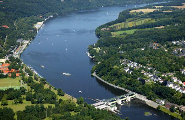 blob.jpg Ruhr Fluss in Deutschland Die Ruhr ist ein 219,3 km langer, rechter und östlicher Nebenfluss des Rheins in Nordrhein-Westfalen mit einem Einzugsgebiet von 4485 km². Wikipedia Länge: 217 km Abfluss: 79 m³/s Mund: Rhein Quelle: Sauerland Städte: Mülheim an der Ruhr, Essen, Bochum, Wetter (Ruhr), mehr Brücken: Schwimmbrücke Dahlhausen, Ruhr-Viadukt, mehr(611×397)