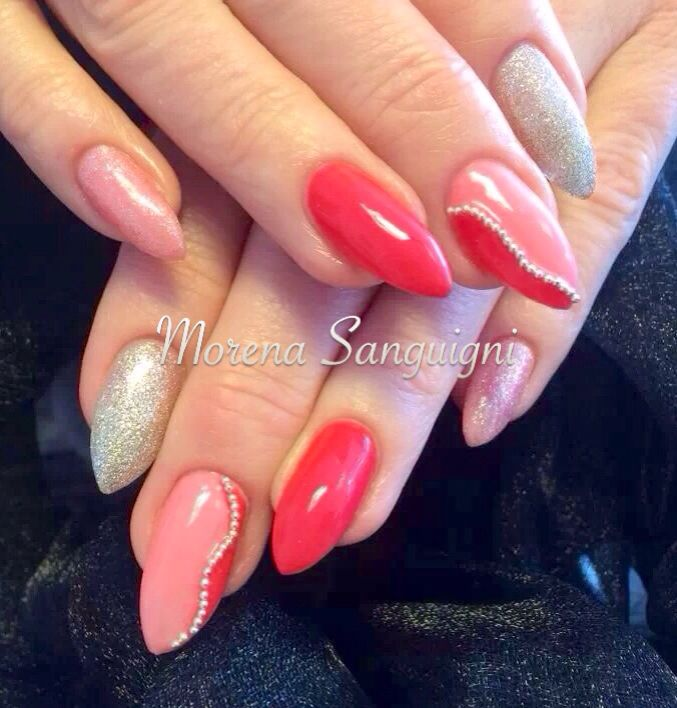 Summer coral gel nails
