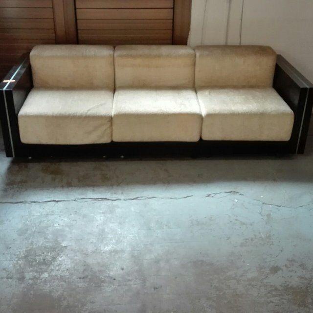 [600€] Divano spaceage laccato nero con bordo in acciaio sui braccioli. Stile poliform anni70. Il prezzo include anche una poltrona trasformabile in divano a due posti. Il divano è interamente smontabile e si può comporre come si vuole creando un divano a 2 fino a 5 posti. Ben tenuti i tessuti originali. Misure in cm del 3 posti: 220x88x70h #magazzino76 #viapadova76 #milano #vintage #modernariato #antiquariato #design #industrialdesign #furniture #mobili #sofa #divani #arredo #arredodesign