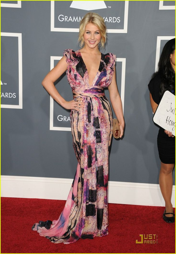 Julianne Hough in Catherine Malandrino at the Grammys. I think she looks pretty much perfect.