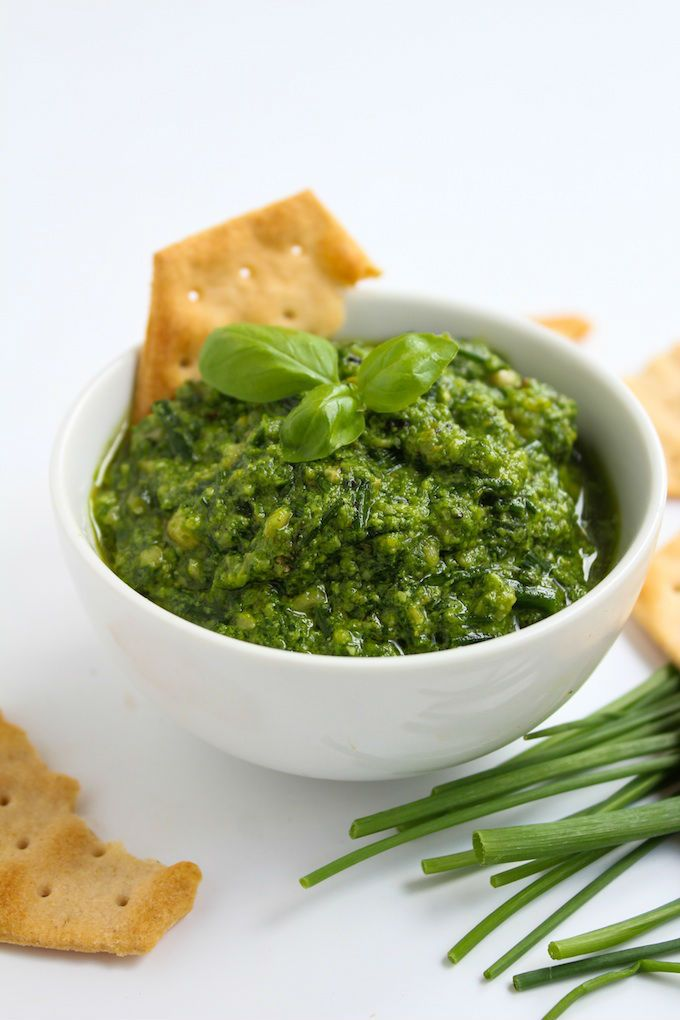 Low fodmap pesto - A garlic free, low FODMAP pesto recipe made with chives and basil for the perfect IBS friendly sauce.
