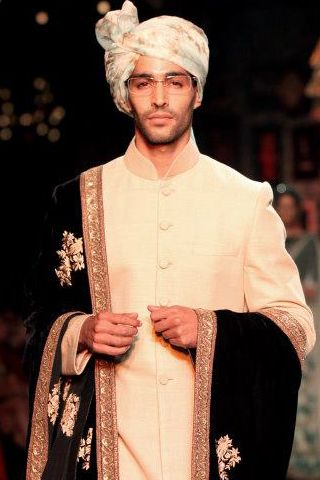 SABYASACHI COUTURE  'Austere chic? In Sabyasachi's ethnic potpourri the concept is not only possible—it's inevitable.'   Read our Runway Review and browse show pictures:  www.explosivefashion.in/runway_report.php?id=213