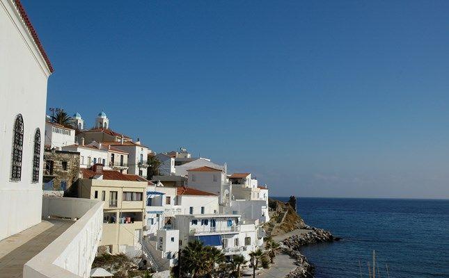 Άποψη της Χώρας Άνδρου #andros #island #greece #travel http://diakopes.in.gr/trip-ideas/article/?aid=209717