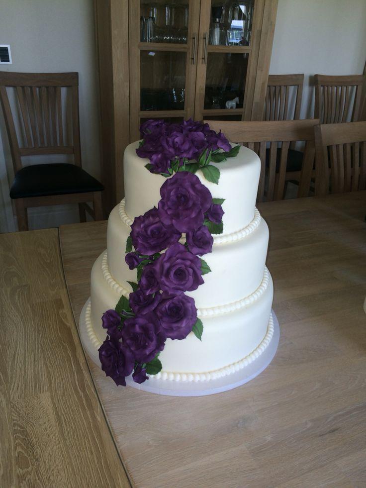 Bryllupskage med lilla roser