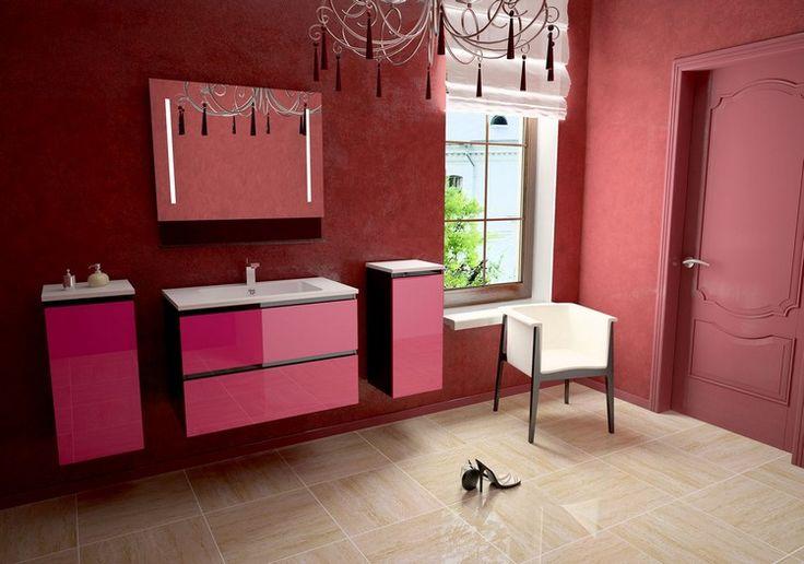 meuble salle de bain moderne en rose vif, lustre design, miroir rectangulaire et carrelage en grès cérame