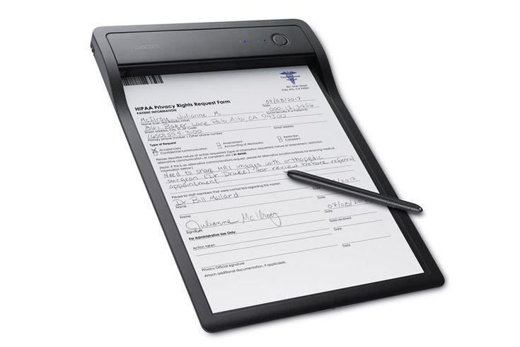 Wacom Clipboard PHU-111, lo smartpad per i documenti digitali - Wacom presenta Clipboard PHU-111, smartpad che consente di compilare e firmare documenti cartacei per poi digitalizzarli facilmente in tempo reale.