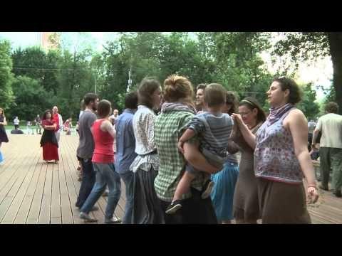 """ПОЛЬСКАЯ ПОТАНЦОВКА НА ПРЕСНЕ: танок """"Под лесом лесочком два пахаря пашут"""" - YouTube"""