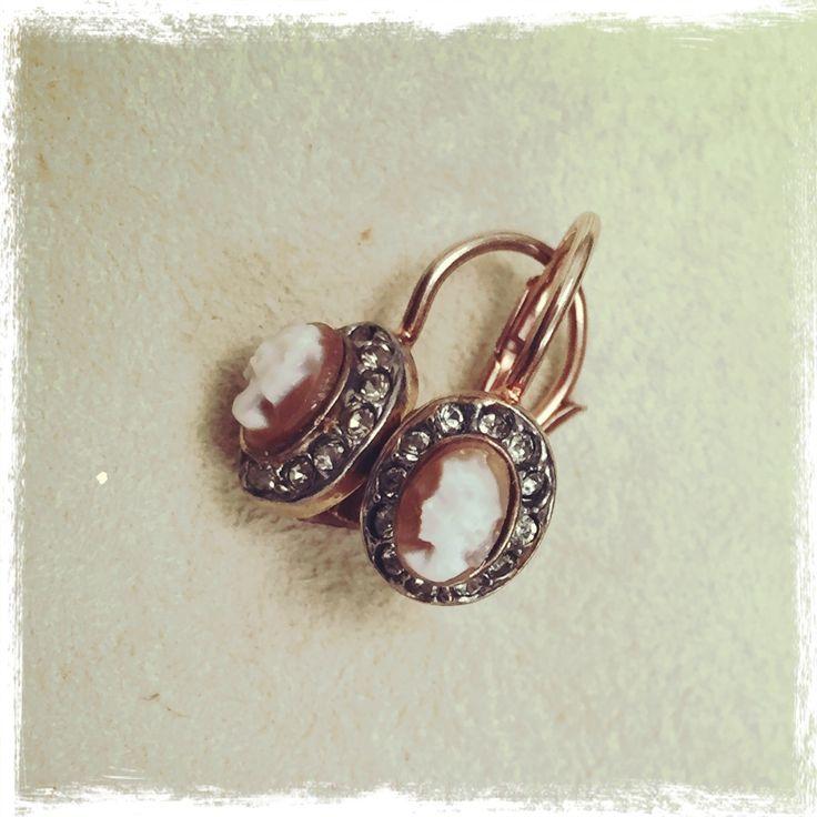Orecchini con cammeo su argento rosa, formato mignon
