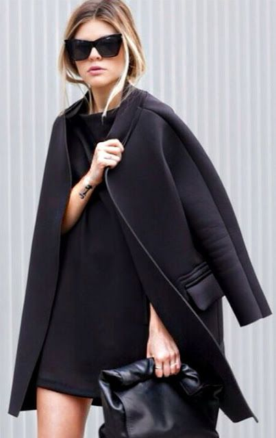 Street style | Black dress and coat