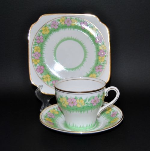 Bell-China-Handpainted-Floral-Trio-Teacup-Saucer-Side-Plate-Bone-China-England