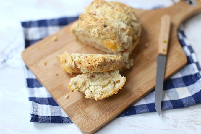 Wij zijn geen sterren in het bakken van hartige- of zoete baksels. Maar dit ham-kaasbrood kunnen wij zelfs maken! Dus jij kan dit ook! Succes en eet smakelijk.