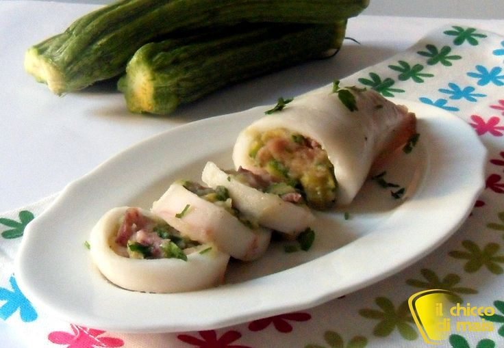 Calamari ripieni di verdure (ric etta al forno). Ricetta dei calamari ripieni al forno con patate e zucchine, ricetta semplice e gustosa senza glutine