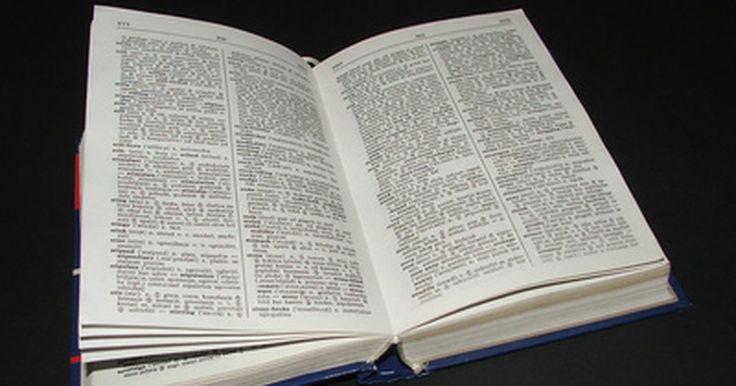 Cómo hacer un diccionario escolar. Los estudiantes aprenden mejor de sus experiencias. Conforme los niños escriben, deben aprender a buscar palabras en el diccionario. Los diccionarios comunes tienen demasiadas palabras y puede ser muy desafiante para los estudiantes jóvenes utilizar el diccionario correctamente. Es mejor crear un diccionario para el uso individual de cada niño; ya ...