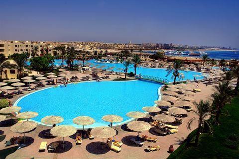Tia Heights  Description: Ligging: Tia Heights ligt direct aan het privé strand en is 35 km ten zuiden van Hurghada gesitueerd en beschikt over een shuttleservice van en naar Hurghada (op aanvraag en tegen betaling). Faciliteiten: Tia Heights beschikt onder andere over een receptie lift en lounge. Bij de receptie en de lobby maakt u gratis gebruik van wifi. Diverse bars en restaurants. In de tuin liggen meerdere zwembaden en naast het hotel ligt een splinternieuw aquapark (gratis toegang)…