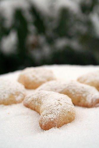 Si vous aimez les amandes et les oranges, je vous défie de pouvoir résister à ces délicieux petits biscuits dans lesquels se mêlent le fond...