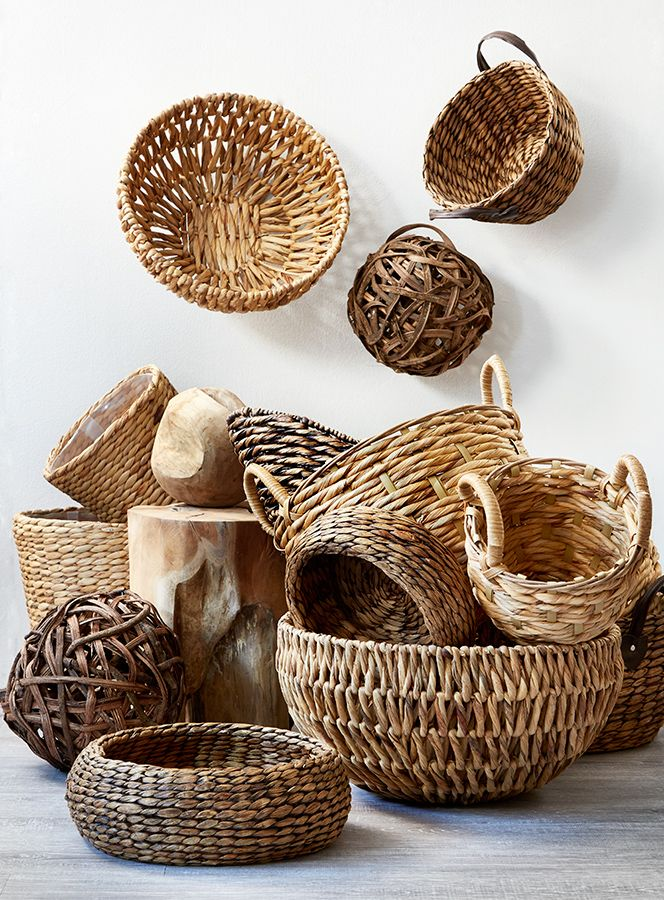 Baskets for every style of decor. Use these baskets for throws by a comfy chair or sofa, to hold magazines, make a fruit or gift basket, for a dining table centerpiece, or to hold a potted plant and saucer.