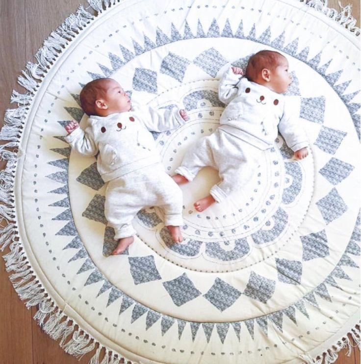 Vilka sötnösar ! Man skulle verkligen kunna äta upp de små söta fötterna ! 😜   📷: @bol___    #barnrum #kidsroom #barnrumsinredning #kidsdecor ⠀ #finabarnsaker #kidsinterior #kidsdesign #kidsperation #barneroom #inspirationforpojkar #kidsinspo #kidsdeco⠀ #nordickidsliving #kidsperation #myroom #barn #exklusiv #baby #inspirationforflickor #barnruminspo #barnrumsdetaljer #barnrumsinspiration #finahem #finabarnsaker #barnerum #mittbarnerom