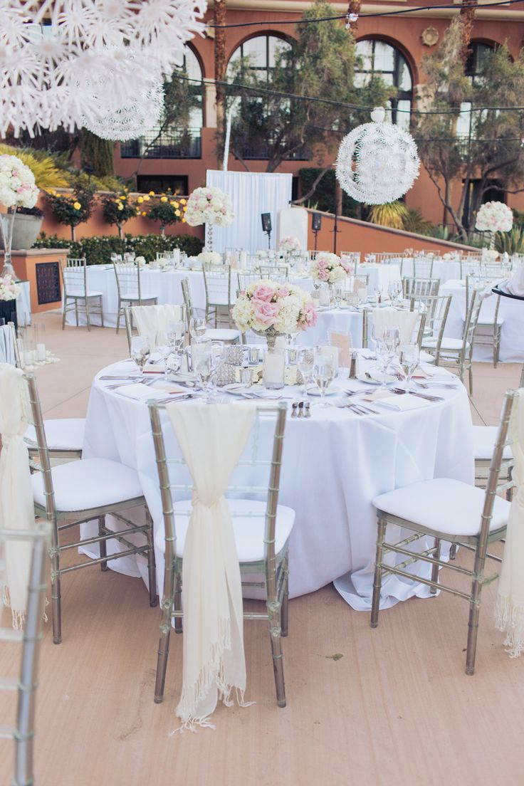 Round Table Special 17 Best Images About Centerpieces On Pinterest Round Mirrors